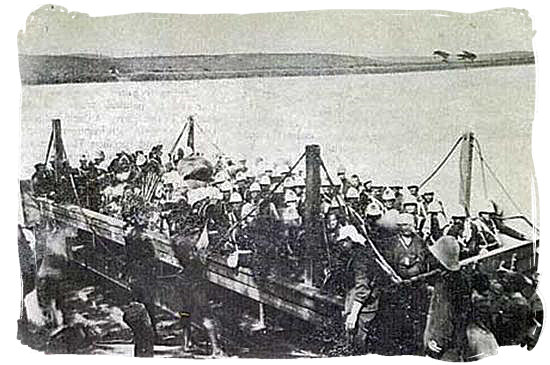 British troops crossing the Tugela River during their advance into Zululand - The Anglo Zulu war, more about Zulu people and Zulu history