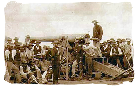 De Boers using the Long Tom Canon in the siege of Mafeking - Anglo Boer War in South Africa