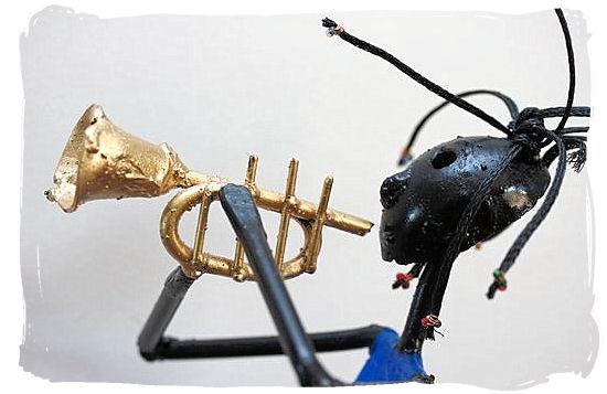 African trumpeter statue, example of african handicraft