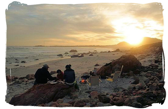 Sunset family braai on the beach - South African barbecue tips and ideas