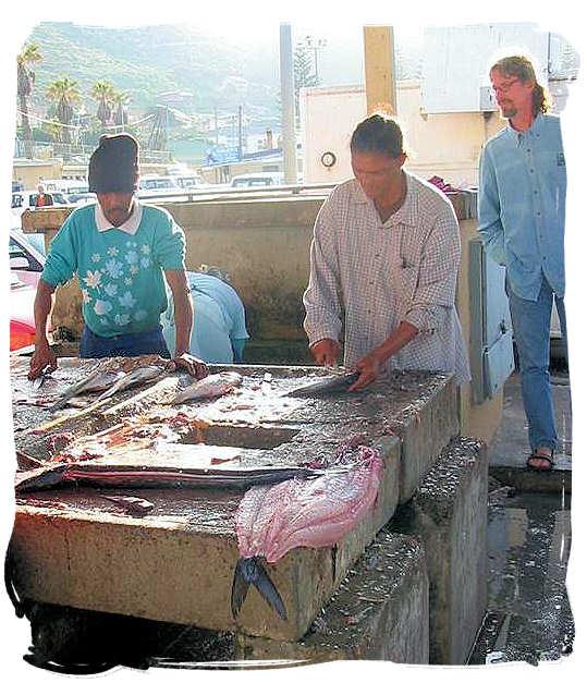 Cleaning snoek in Houtbaai - South African food adventure, South Africa food