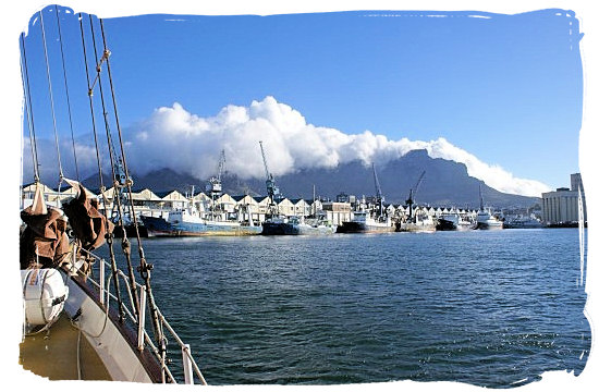 The Weather in Cape Town and Peninsula, Cape Town Weather Forecast - Clouds (Tablecloth) on Table Mountain, a sign of the South Easter blowing