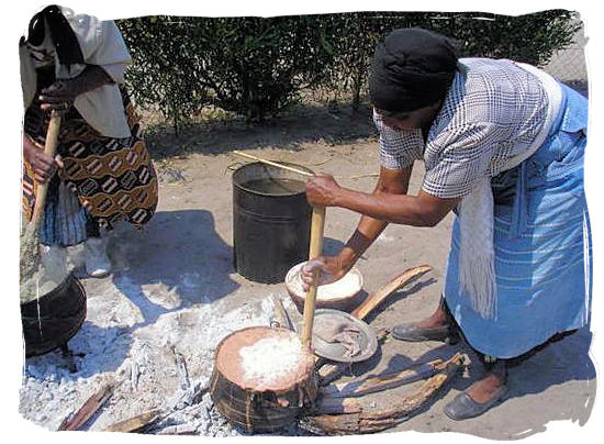 Cooking mieliepap (maize porridge), like it was done in the old days - South Africa food history and culture