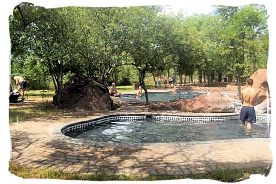 The swimming pool at Mopani rest camp