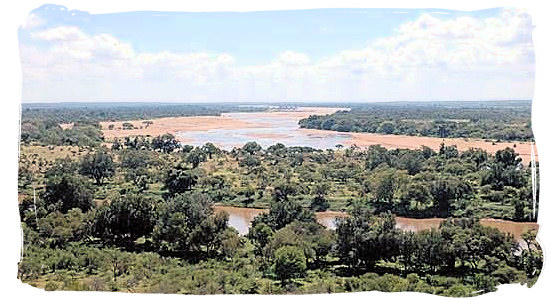 Confluence of the Shashe and Limpopo rivers taken from South Africa, to the left is Botswana and Zimbabwe is on the right