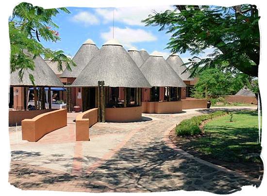 Outdoor area of the Inhlatfu restaurant in the Pretoriuskop rest camp