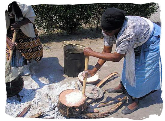Traditional way of cooking mieliepap (maize porridge) - South Africa's Traditional African Food