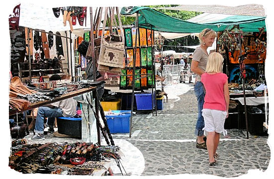 Greenmarket Square in Cape town, home to one of South Africa´s greatest African arts and Crafts markets - City of Cape Town South Africa, Tours and Travel Guides