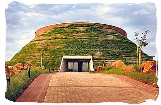 """Front view of the Tumulus Building of the Maropeng visitors centre at the """"Cradle of Human kind"""""""