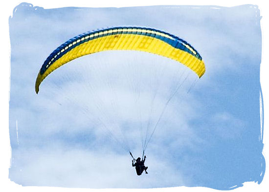 Paragliding around the Knysna lagoon - Knysna Activities, Attractions and Festivals in South Africa