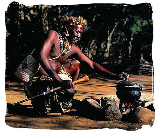 "Zulu warrior cooking ""potjie"", food like in the old days - Delicious food in South Africa, South African food guide"